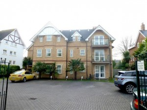 Lansdowne Road, immaculate two double bedroom flat